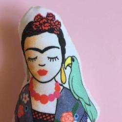 Hochet coussin illustré GOTS- Frida Viva