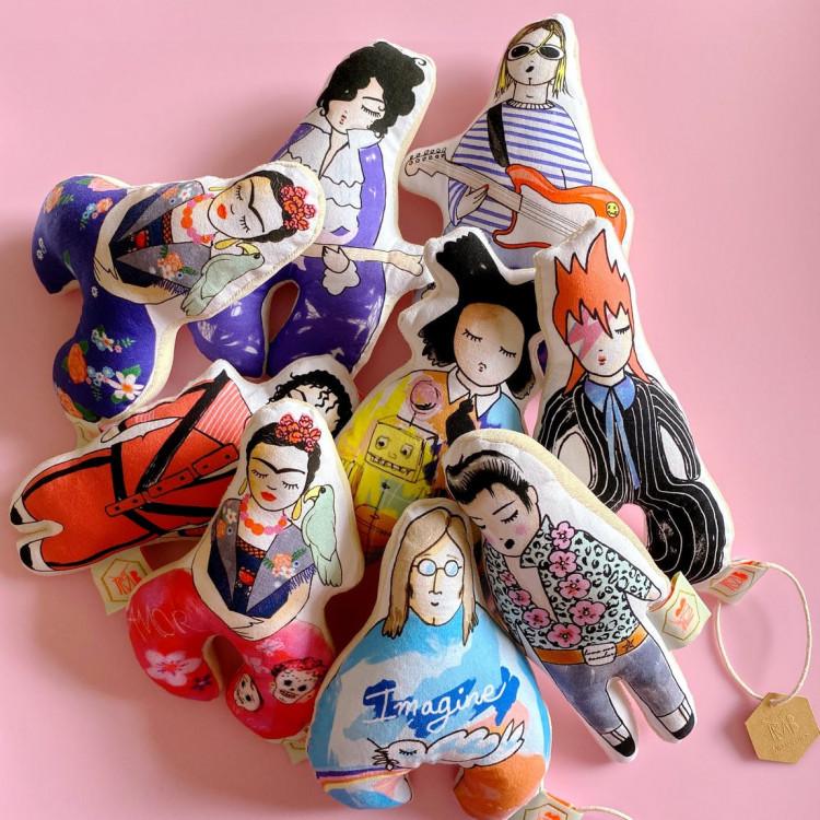 Idée cadeau originale made in France hochet Nirvana Madonna Elvis Prince, hochet rock-star Tambour Battant en vente chez Émeu