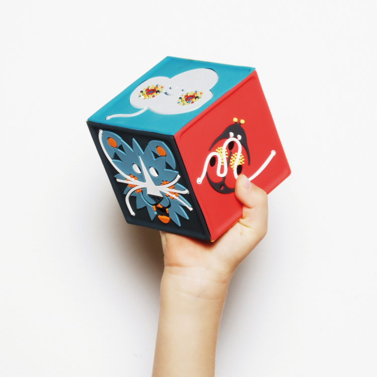 La conteuse Joyeuse boîte à histoires made in France, idée cadeau éco-responsable bébé en vente chez Émeu