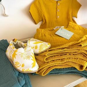 Envie d'été et de chaleur ☀️🌻 ? C'est alors l'occasion pour nous de vous présenter la nouvelle collection @kapoune_nantes, avec ses motifs adorables, vifs, joyeux et imprimés de manière éco-responsable ! Ces vêtements pour bébés sont fabriqués en France avec du coton bio certifié Oeko-Tex... Que pensez-vous de ces nouvelles pépites ? :) #emeu #emeukidstore #ecoresponsable #madeinfrance #kapoune #clothes #kids #vetements #enfants #oekotex