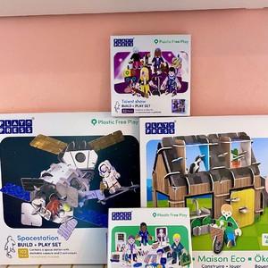 Conçus au Royaume-Uni, les jouets @Playpresstoys sont interactifs et imaginatifs : de jolis décors, des figurines de toutes les couleurs, des engins et constructions impressionnants… Première étape : construisez, en assemblant les pièces connectées les unes aux autres. Votre enfant développera sa motricité ainsi que sa capacité à résoudre les problèmes. Deuxième étape : jouez, imaginez, racontez, rigolez… Play Press a imaginé des jeux respectueux de l'environnement et des océans, sans plastique et colorés par des encres à base d'eau... #emeu #emeukidstore #ecoresponsable #playpress #toys #creatif #assemblage #kids