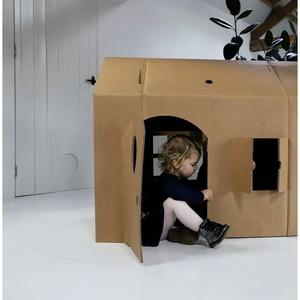Quel enfant ne rêverait pas d'avoir une immense cabane en carton à personnaliser dans sa chambre ? Mais aussi une grande maison de poupées ou une grande forteresse ? Kartent a conçu ces jeux robustes et amusants entièrement en carton recyclé, pour un objectif zéro déchet. Votre enfant peut être aussi créatif et imaginatif qu'il le souhaite en les décorant avec de la peinture, de la craie ou des marqueurs : de belles histoires seront au programme chaque jour. 🏰 #emeu #emeukidstore #ecoresponsable #carton #kids #chateau #maisondepoupee #cabane #carton #recyclage